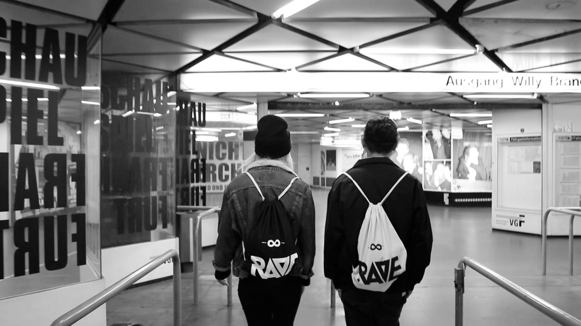 rave-clothing-frankfurt-01
